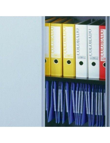 Detalle interior del armario oficina metálico de puertas abatibles con 4 estantes de Gapsa