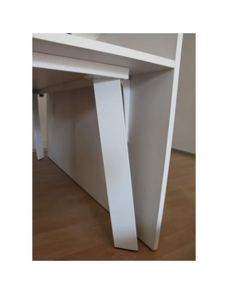 pata metálica retranqueada de la mesa escritorio serie rec con entrega inmediata