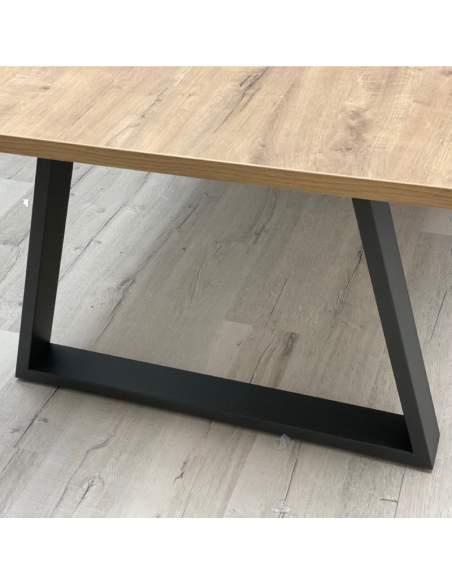 Detalle pata mesa de diseño Piramid